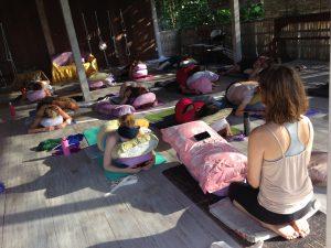 restorative yoga med Anna Sunesson på Samayoga Lärarutbildningen på Bali